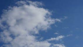Tid schackningsperiod av cloudscape arkivfilmer