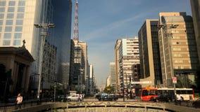 Tid schackningsperiod av den avenidaPaulista avenyn, Sao Paulo, Brasilien Rusningstid i august, 2017 arkivfilmer