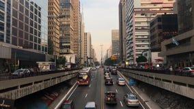 Tid schackningsperiod av den avenidaPaulista avenyn, Sao Paulo, Brasilien Rusningstid i august, 2017