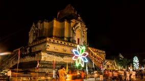 Tid schackningsperiod av den gamla pagoden med färgrik roterande lighting4 arkivfilmer