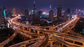 Tid schackningsperiod av den upptagen högstämd vägföreningspunkten & horisont på skymning, Shanghai lager videofilmer
