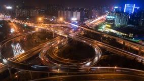 Tid schackningsperiod av den upptagen högstämd vägföreningspunkten & horisont på skymning, Shanghai stock video