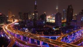Tid schackningsperiod av den upptagen högstämd vägföreningspunkten & horisont, Shanghai stock video