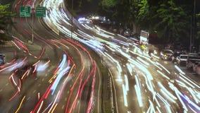 Tid schackningsperiod av den upptagna huvudvägen med tung trafik stock video