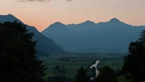 Tid schackningsperiod av den Zillertal solnedgången arkivfilmer