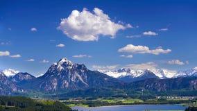 Tid schackningsperiod av det härliga landskapet i Bayern lager videofilmer