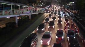 Tid schackningsperiod av fullsatta bilar på trafikstockning lager videofilmer