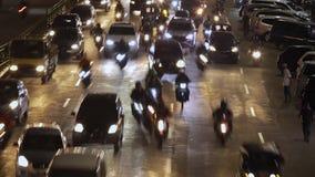 Tid schackningsperiod av huvudvägtrafik på rusningstid lager videofilmer