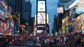 Tid schackningsperiod av mänsklig trafik i Times Square arkivfilmer