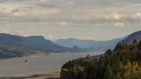 Tid schackningsperiod av moln över utsikthus på kronapunkt eller längs Columbia River 4k stock video