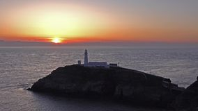 Tid schackningsperiod av solnedgången på den södra buntfyren - Anglesey, Wales lager videofilmer