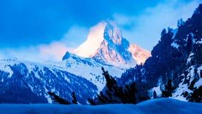 Tid schackningsperiod av soluppgång på det Matterhorn maximumet lager videofilmer