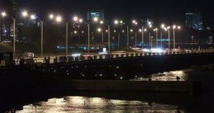 Tid schackningsperiod av trafik i Rambla de Montevideo arkivfilmer