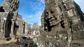 Tid schackningsperiod av turister på templet av Bayon Angkor Cambodja lager videofilmer