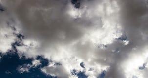 Tid schackningsperiod Grey Clouds To Blue Sky inget landskap 4K arkivfilmer