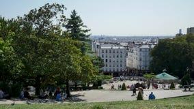 Tid schackningsperiod i Paris, på den Montmartre kullen Många turister kommer att besöka området lager videofilmer