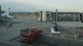 Tid schackningsperiod på den Oslo flygplatsen arkivfilmer