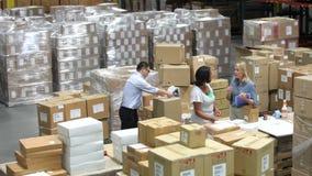 Tid schackningsperiod som skjutas av emballage och sänds gods arkivfilmer