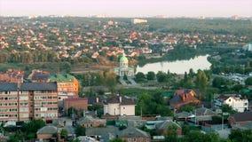 Tid schackningsperiod Surb Khach kyrka nära sjösikten från taket av staden av Rostov-On-Don lager videofilmer