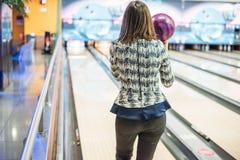 Tid som ska bowlas fotografering för bildbyråer