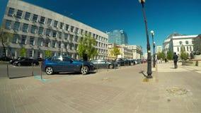Tid varvar av fot- trafik längs den centrala gatan av Kiev lager videofilmer