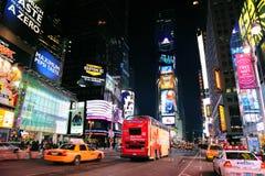 tid york för fyrkant för stadsmanhattan ny natt Fotografering för Bildbyråer