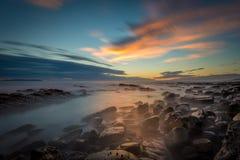 Tidepools på solnedgången Arkivfoton