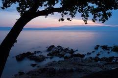 tidig afton för kustlinje Arkivbild