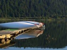 tidig ljus morgon för kanoter Fotografering för Bildbyråer