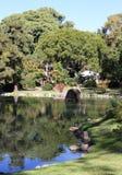 Tidig nedgång i det japanska trädgårds- landskapet Arkivbilder
