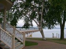 Tidig nedgång på en parkera på en sjö Fotografering för Bildbyråer