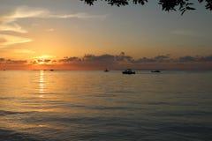 Tidig solnedgångkryssning för hav Royaltyfri Fotografi
