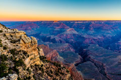 Tidig soluppgång på den storartade Grand Canyon i Arizona Arkivfoto