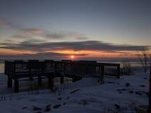 Tidig vintermorgonsoluppgång Arkivfoto