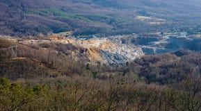 Tidig vintersikt av blåa Ridge Stone Corporation Quarry - 3 Royaltyfri Bild