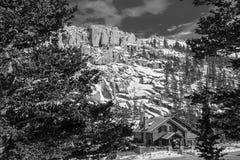 Tidig vintersnö på pikmaximumet royaltyfri fotografi
