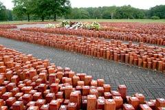 tidigare appelställe 102 000 förlade stenar symbolisera 102 000 fångar som gås tillbaka aldrig Fotografering för Bildbyråer