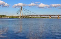 Tidigare Moskovskyi för Fux bro bro i Kyiv Royaltyfri Foto