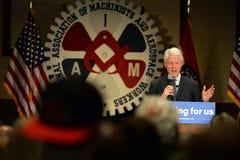 Tidigare president Bill Clinton Speaks till Hillary Supporters Arkivbilder
