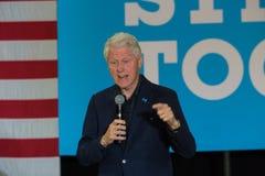 Tidigare presidenten Bill Clinton på samlar för Hillary Clinton Arkivfoton