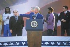 Tidigare presidenten Bill Clinton talar på ett presidents- samlar för levrat blod/Lieberman på November 2nd av 2000 i Baldwin Hil Fotografering för Bildbyråer