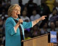 Tidigare sekreterare Hillary Clinton Campaigns för president på den östliga Los Angeles högskolan Cinco de Mayo, 2016 Royaltyfri Foto