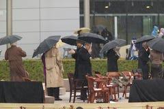 Tidigare US-president Bill Clinton, US-president George W Bush och andra på etapp under den storslagna öppningscermonin av Willia Royaltyfri Bild
