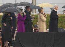 Tidigare US-president Bill Clinton, US-Sen Hillary Clinton tidigare president George HW Bush, Barbara Bush och andra på etappduri Fotografering för Bildbyråer