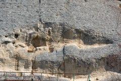 Tidigt medeltida vaggar den lättnadsMadara ryttaren från perioden av första bulgariska välde, listan för UNESCOvärldsarvet, den S Arkivfoto