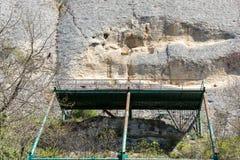 Tidigt medeltida vaggar den lättnadsMadara ryttaren från perioden av första bulgariska välde, listan för UNESCOvärldsarvet, den S Royaltyfri Bild