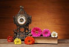 Tidmätaren blommar och bokar Royaltyfri Fotografi