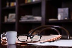 tidning för kaffekopp Royaltyfri Fotografi
