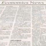Tidning med rubriknationalekonominyheterna och gammal oläslig text royaltyfria foton