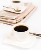 Tidning och kaffe Royaltyfria Bilder